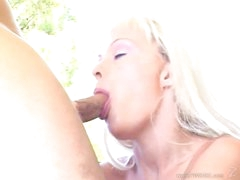 Tempting Layla Jade mouth fucks a stiff skin flute